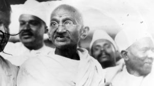 essay and biography on mahatma gandhi in hindi